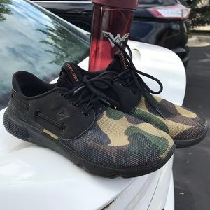 Sperry Camo And Black sneakers 6.5 women's